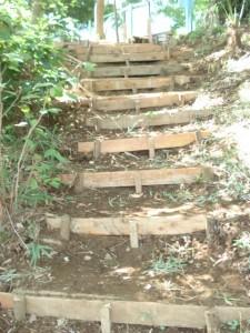 立派な階段が出来ました