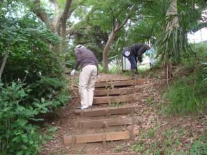 階段の補修作業