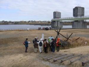 宿河原堰で治水技術の聖牛を見学