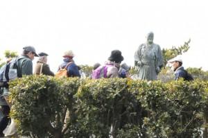 在りし日の吉田茂をしのぶ銅像