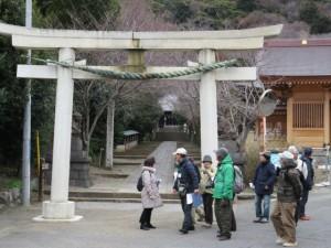 高来神社と慶覚院(右端)