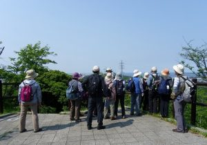 塚山公園展望台、眼下に横須賀軍港が